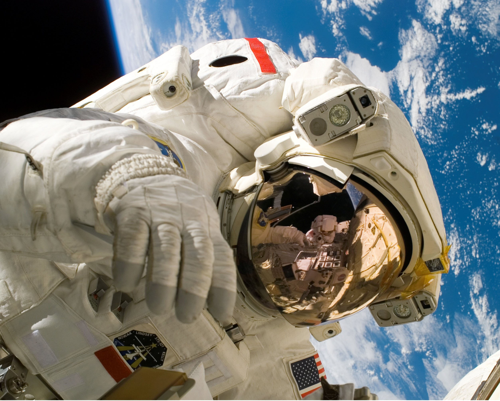 astronaut-11080-2